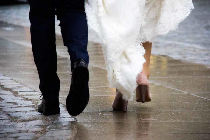 Ehepaar geht erste gemeinsame Schritte